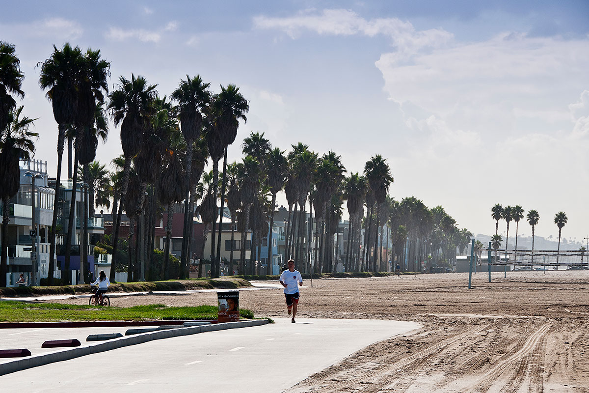 Por At This Beach The Venice Breakwater Is Actually An Acclaimed Local Surf Spot Bike And Skate Als Are Also Available Along Ocean Front Walk